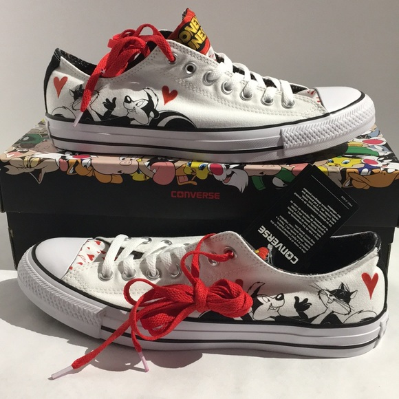 e32add674970 Converse looney tunes Pepe le pew shoes
